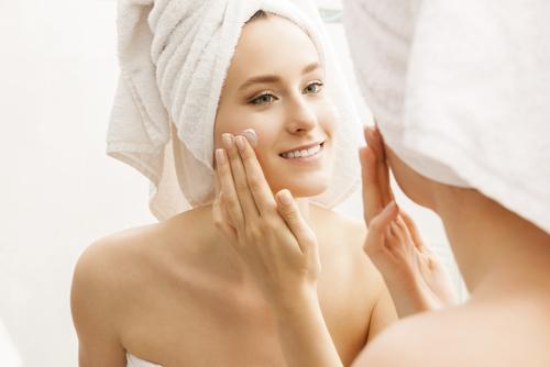 ¿Cómo hidratar la piel sin necesidad de cremas?