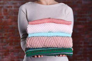 Elimina fácilmente las manchas de los suéteres antes de guardarlos