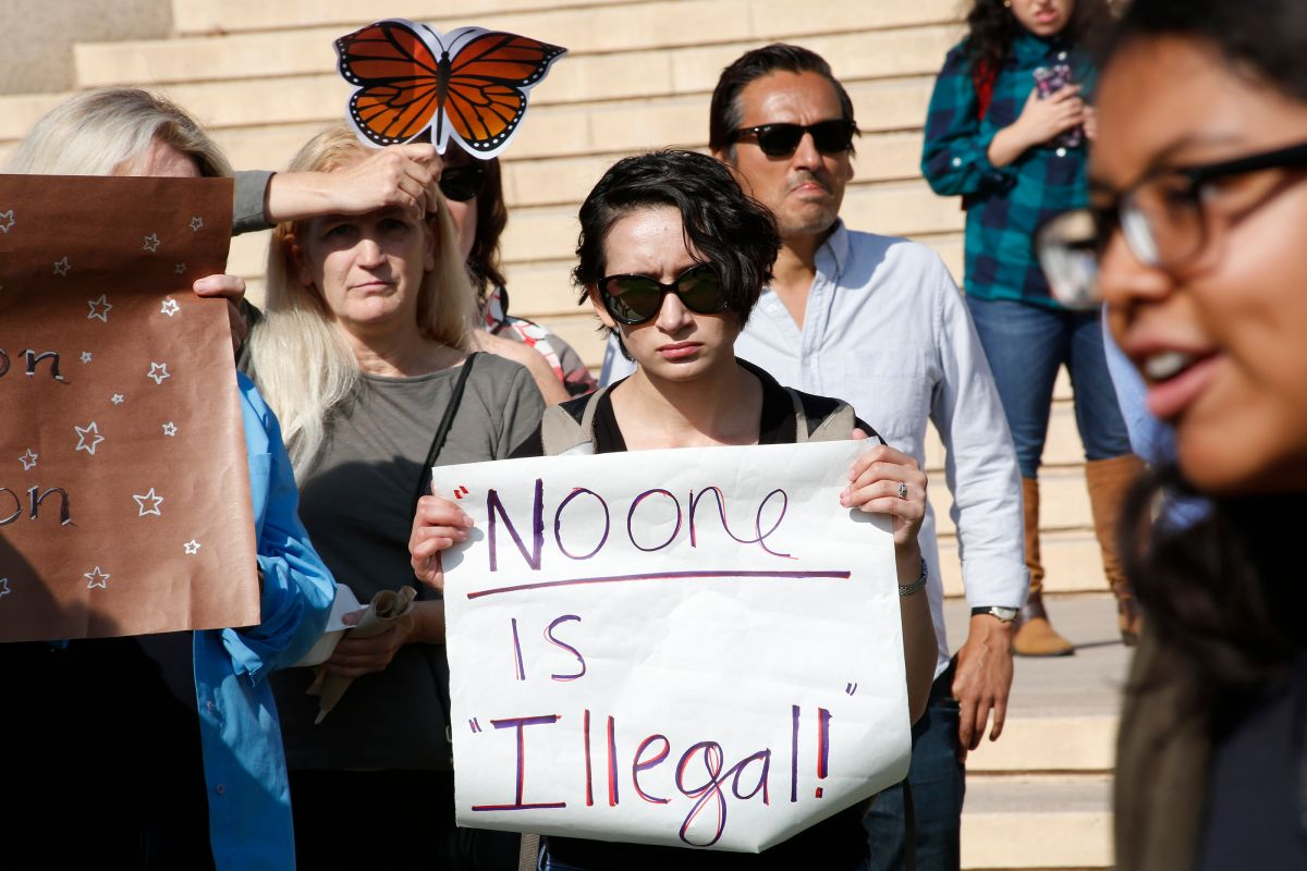 Estudiantes de CSU Northridge exigen que su campus se convierta en un santuario en defensa de alumnos indocumentados.