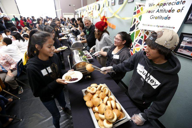 Una comida en el centro de Los Ángeles para darle sentido al Día de Acción de Gracias
