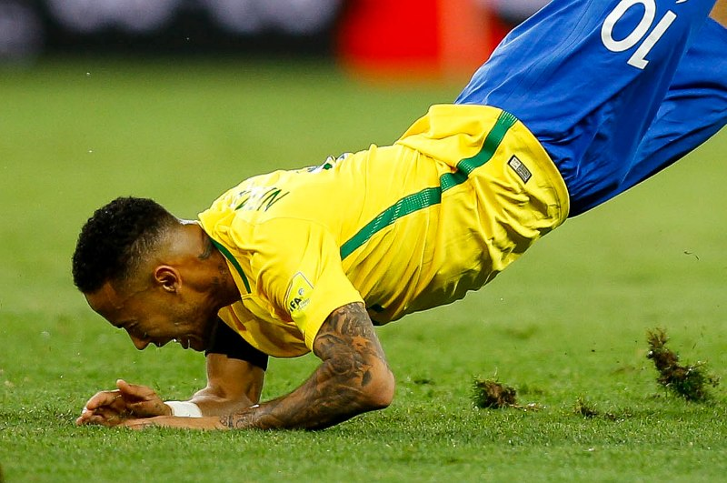 Video: ¡Era de roja! Lleno de impotencia Funes Mori hizo volar a Neymar
