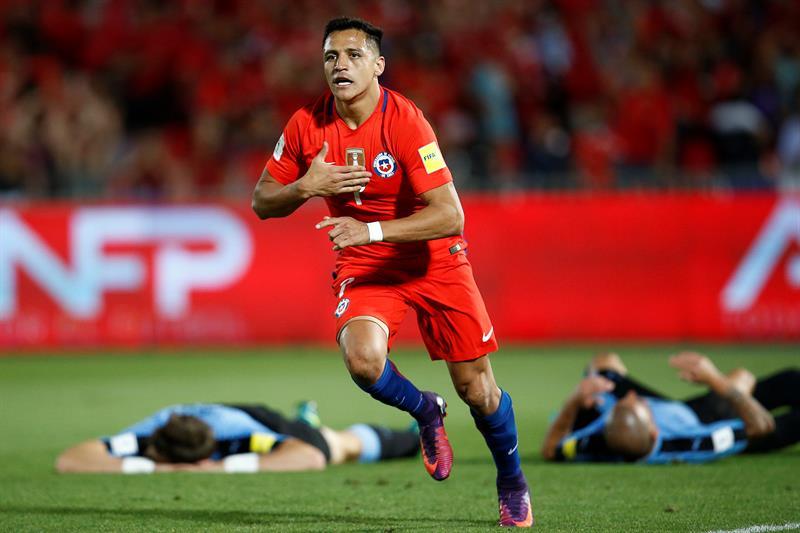 Video: Alexis liquida a Uruguay con doblete y celebra 'a lo Neymar'