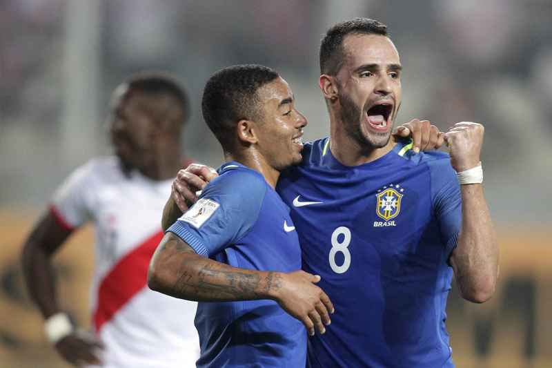 Brasil se impone en Lima y cierra con todo el año en la eliminatoria sudamericana