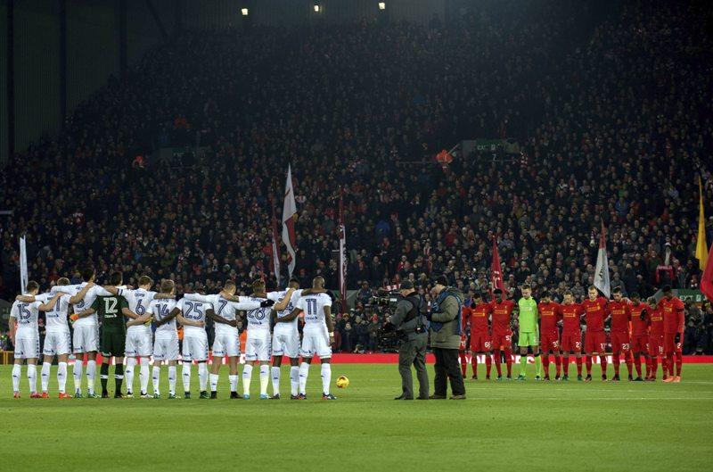 El minuto de silencio en Anfield en honor a las víctimas del vuelo siniestrado del Chapecoense, fue simplemente estremecedor.