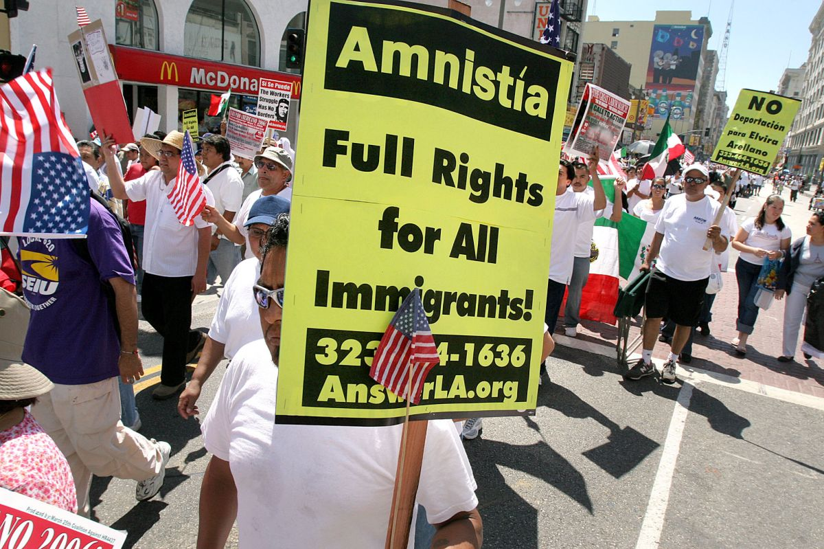 """A 30 años de la """"Amnistía"""" de 1986, en el país sigue habiendo millones de indocumentados."""