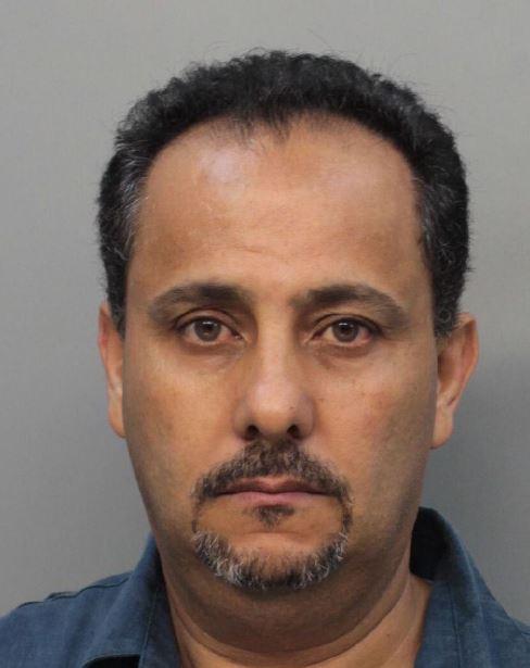 Condenan a hombre por contratar un sicario para matar a su joven esposa