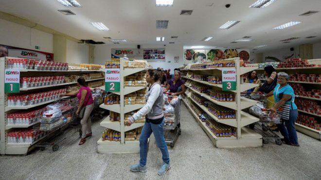 """Venezuela: """"De nada me sirve que haya productos, no los puedo comprar"""""""