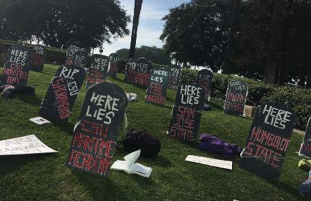 Estudiantes de CSU protestan posible aumento de 5% a colegiatura