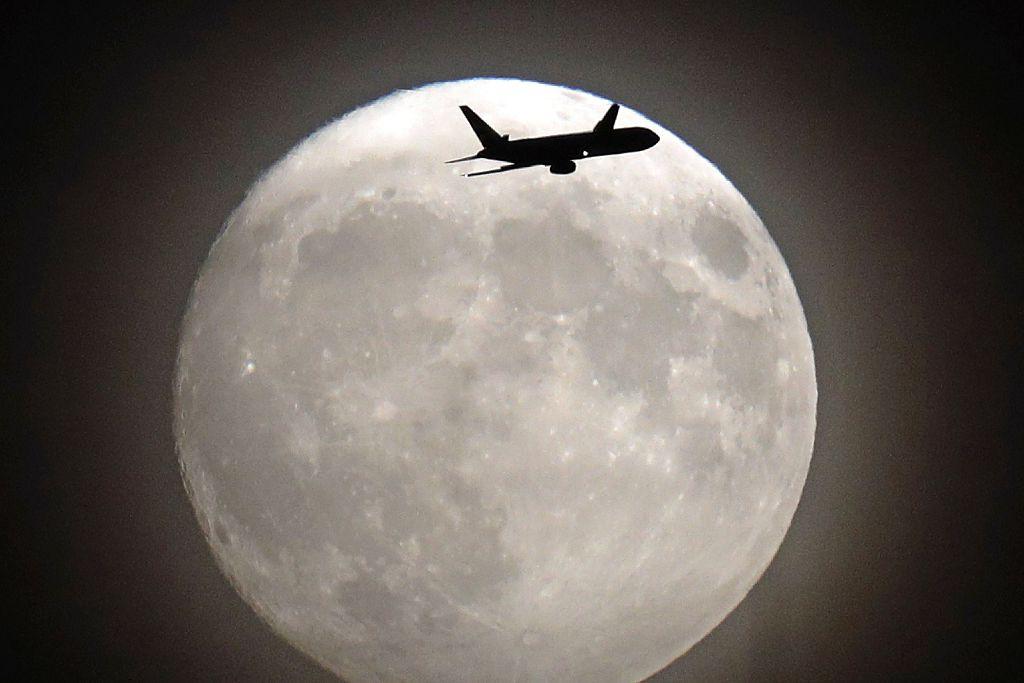 Fotos: La superluna ilumina al mundo