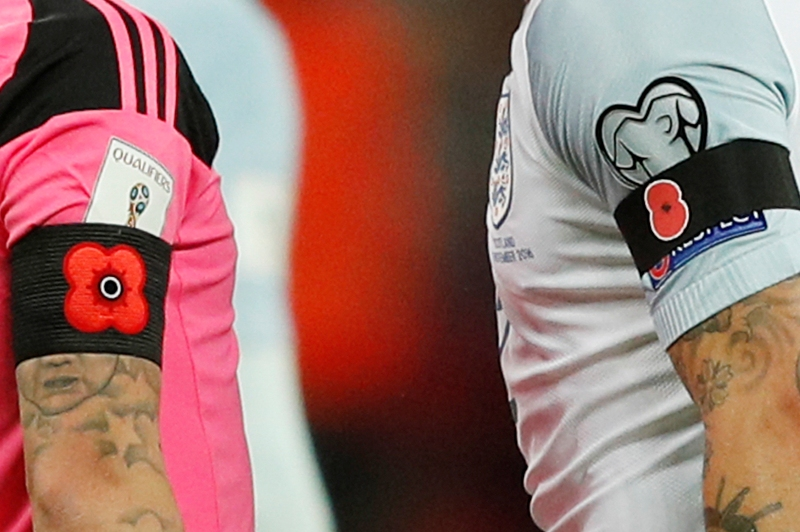 Inglaterra y Escocia retaron a la FIFA 'floreando' sus brazaletes y ahora enfrentan posibles sanciones