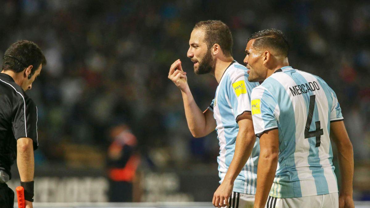 Tras los silbidos en San Juan, Gonzalo Higuaín rompió el silencio en las redes sociales