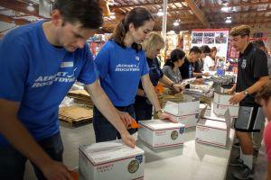 En el Día de los Veteranos, un paquete de gratitud hacia los militares