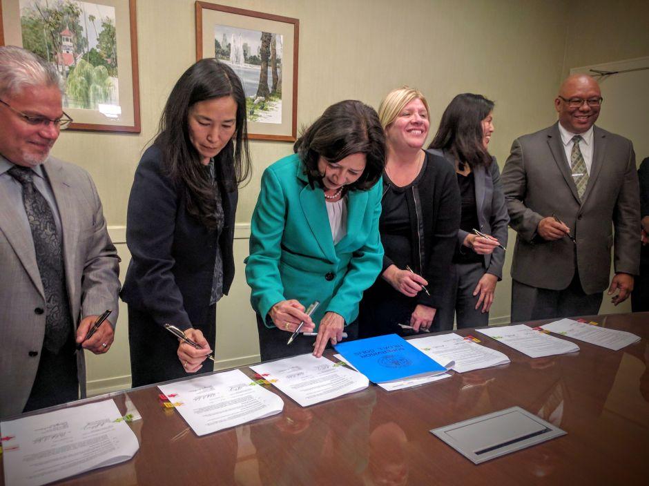 Nuevo acuerdo castigará a los empleadores que roban salariosen el condado de Los Ángeles