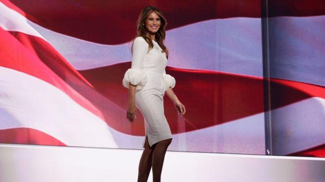 El vestido de Melania Trump en la Convención Republicana se agotó minutos después de su aparición, pero era de una marca extranjera. Getty Images