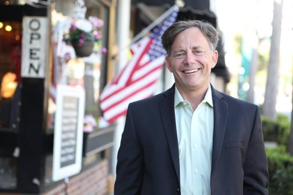 La victoria del demócrata Josh Newman en el tradicionalmente conservador condado de Orange pone de manifiesto un cambio ideológico en la población local. Ahora lo quieren destituir.