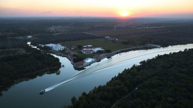 El río Bravo (para los mexicanos) o río Grande (para los estadounidenses),  es una frontera natural entre Texas y México. Getty Images