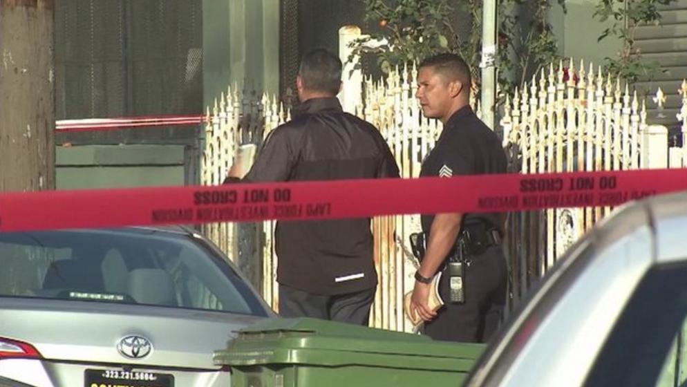 Las autoridades investigan la muerte a manos de un policía angelino.