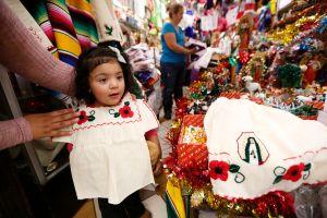 Visten a niños de indígenas para honrar a la Virgen de Guadalupe