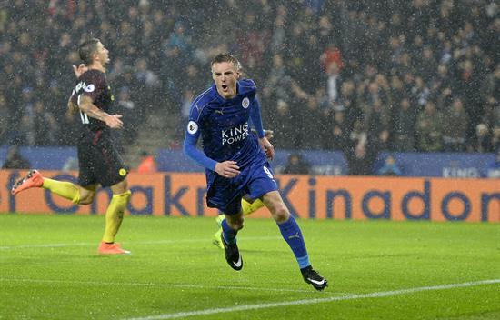 Jamie Vardy celebra un gol durante el partido de la Premier League que jugaron Leicester City y Manchester City en el King Power Stadium de Londres.