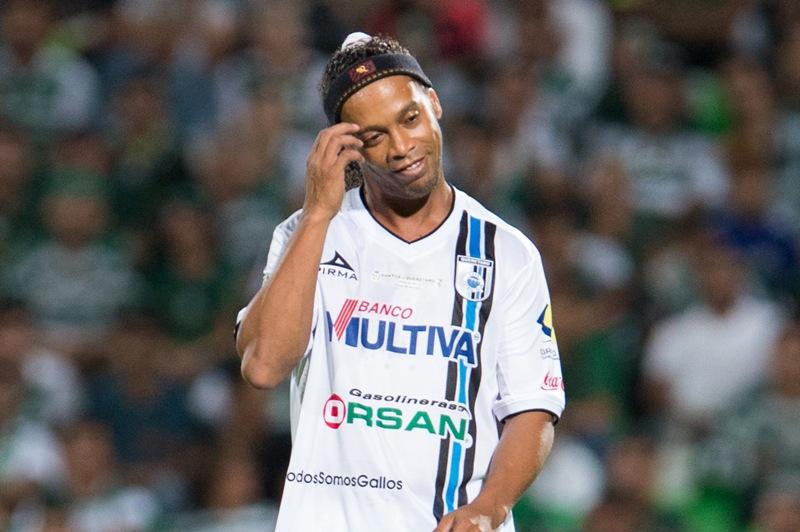 Para Ronaldinho y su hermano-representante, todo es negocio.