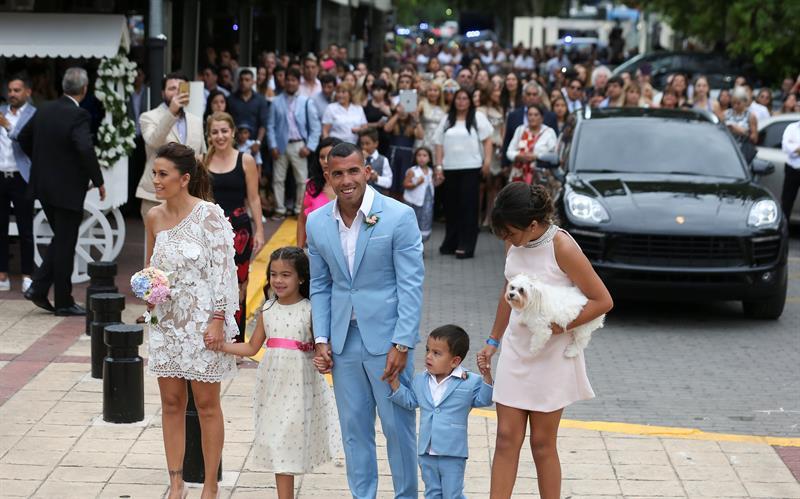 Imágenes inéditas de la boda de Carlos Tevez: la ceremonia, los momentos más emotivos y el Apache a puro baile