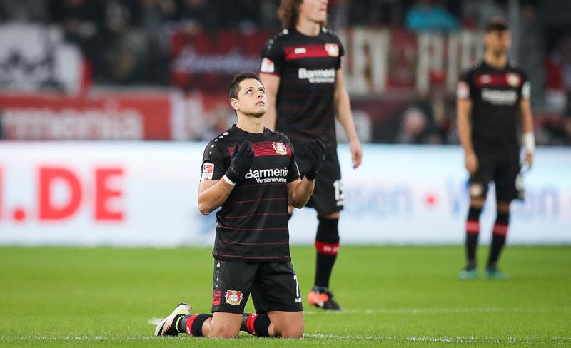 Mientras sana su corazón, Chicharito espera que vuelvan los goles