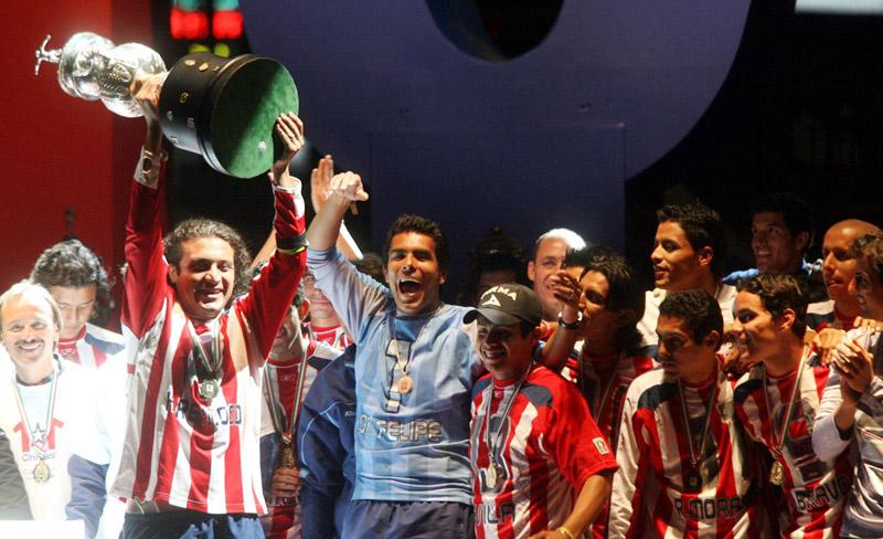 """Chivas conquistó el título del torneo Apertura 2006, bajo la dirección técnica del """"Chepo"""" de la Torre."""