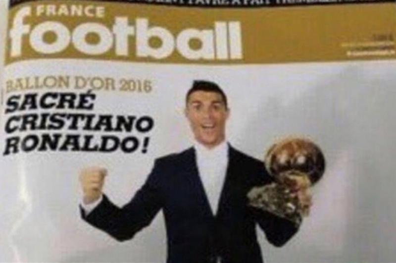 Cristiano Ronaldo con su Balón de Oro 2016 ¡antes de haberlo ganado!