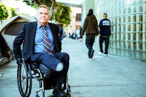 Perdió una pierna en Skid Row, pero sigue luchando por los derechos de los desamparados