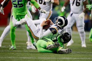Videos: Noche de salvaje golpeo entre Seahawks y Rams deja consecuencias