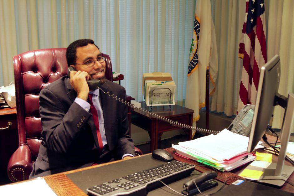 King: Bajo administración Obama, más latinos consiguen diploma de secundaria