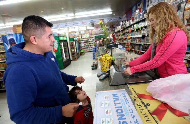 El dinero asignado a cupones de alimentos de febrero llegará antes por el cierre del gobierno