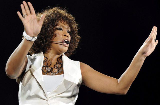 Dicen que Whitney Houston falleció por el 'duro trabajo de Satanás'