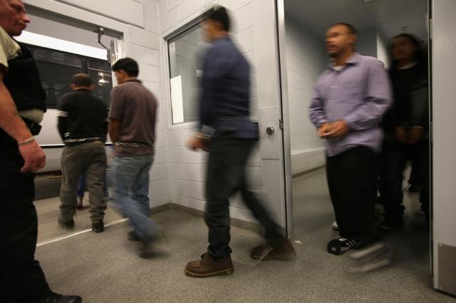 Cortes de inmigración cancelan servicios debido al coronavirus