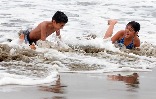 Toque de queda en playas de Los Ángeles podría ser eliminado