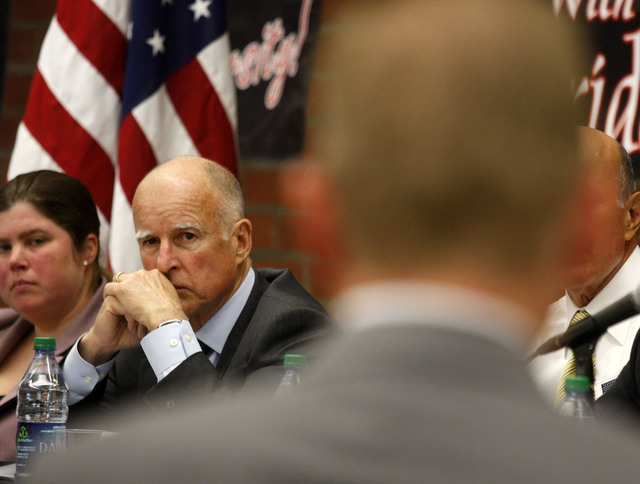 Ley para resguardar de deportación a víctimas y testigos de crímenes espera firma de Jerry Brown