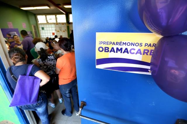 A pesar de las amenazas, Obamacare sigue vigente y la fecha para inscribirse se acaba