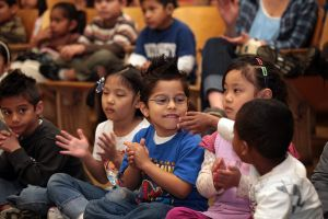 El LAUSD promete apoyo rotundo a familias inmigrantes y lanza guía completa de recursos