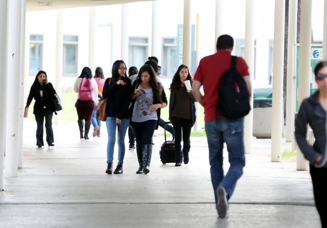 Colegios comunitarios de L.A. ofrecen ayuda con solicitudes FAFSA