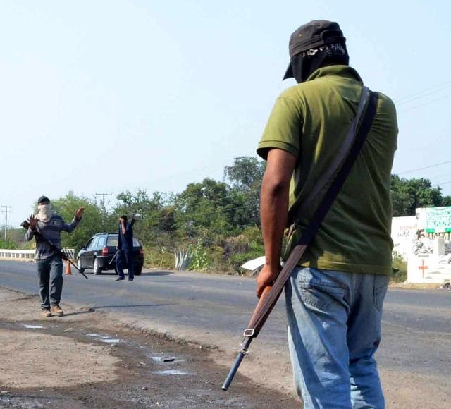 Autodefensas michoacanos buscan padrinos para salir de la cárcel