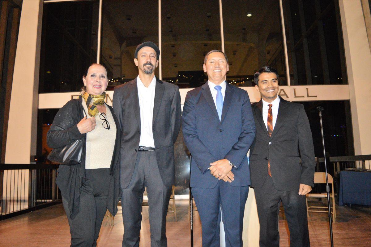 Los nuevos representantes de Pomona son (de izda. a dcha.) Elizabeth Ontiveros-Cole, Rubio González, el alcalde Tim Sandoval y Robert Torres.