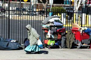 ¿Qué dificultades enfrentan las mujeres sin hogar del condado de Los Ángeles?