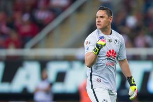 Moisés Muñoz se irrita y aclara rumores sobre su salida del América