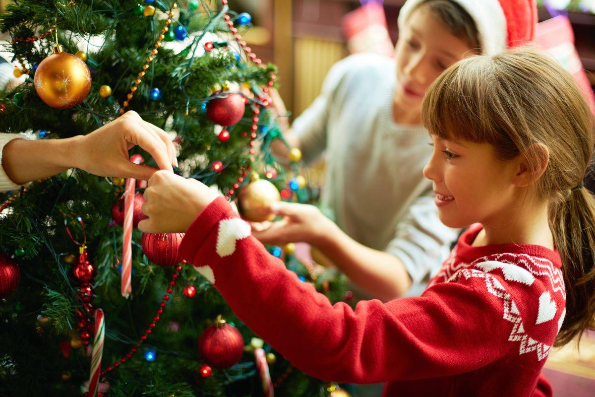 Las unidad familiar que se crea a través de las actividades tradicionales entorno a la época de la Navidad fomenta los valores en los niños.