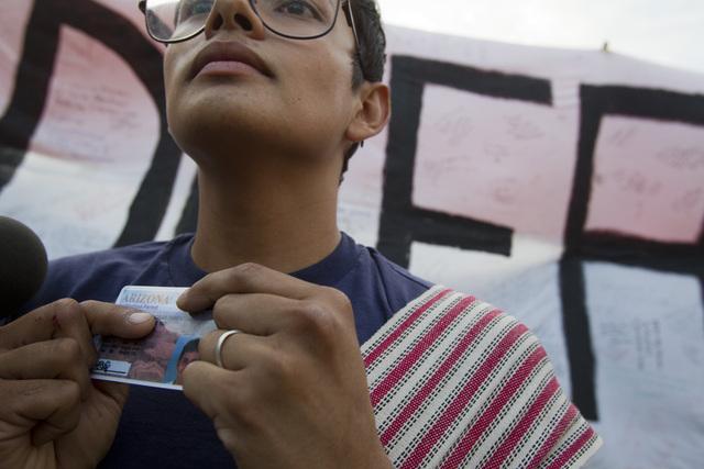 Confirman en Arizona veto a ley que niega licencias de conducir a beneficiarios de DACA