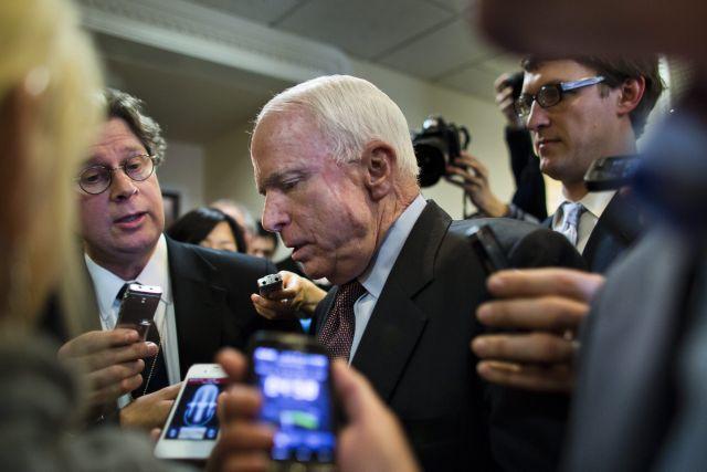 McCain pide a Trump pruebas contra Obama