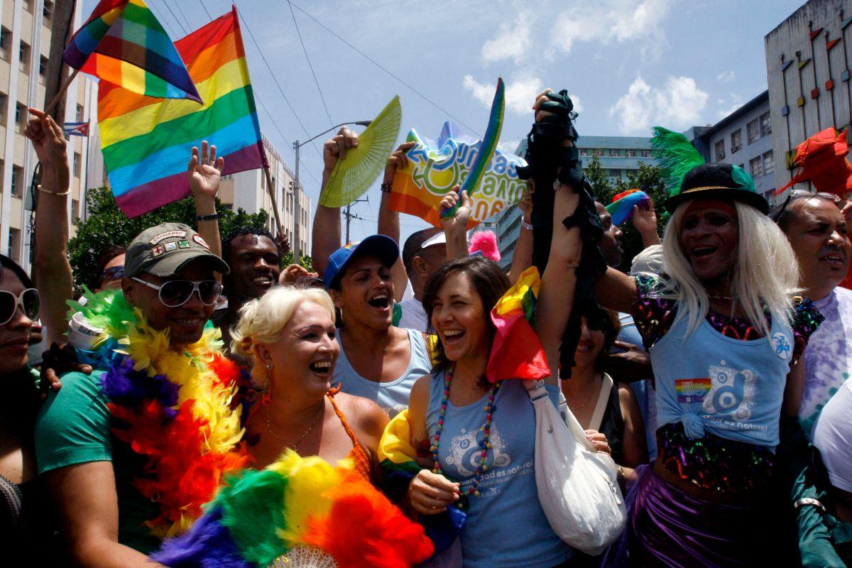 """Medida para ilegalizar la """"terapia de conversión"""" de gais en California"""