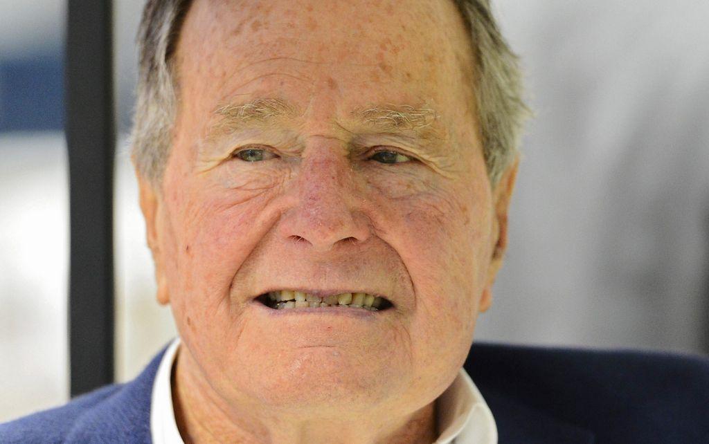 Las mañas no tan secretas del ex presidente HW Bush siguen causando repudio