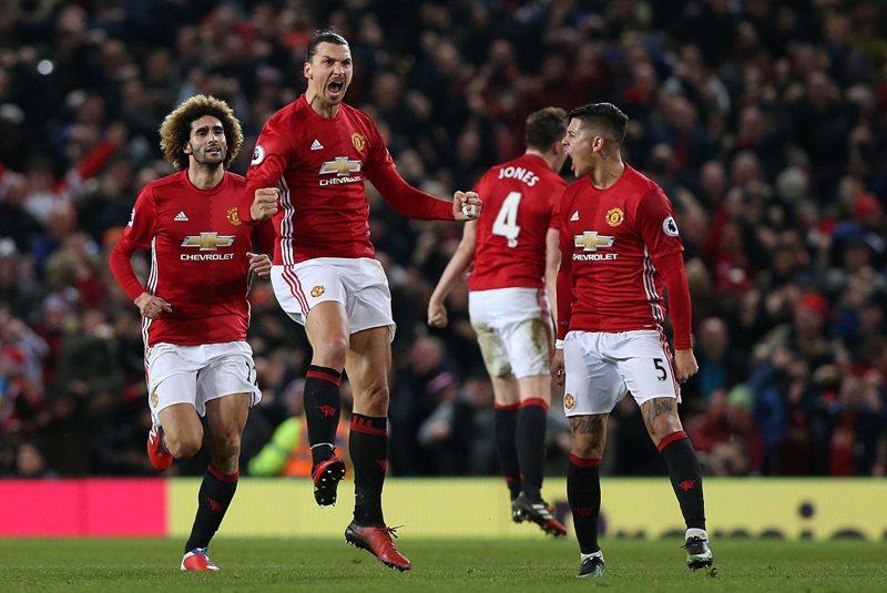 Ibrahimovic salvó de la derrota al Manchester United