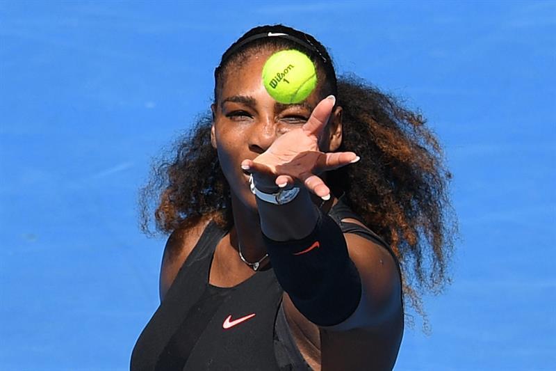 Serena Williams avanza y va por el récord de Grand Slams